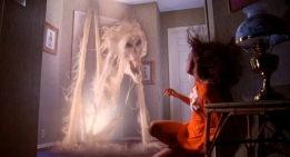 poltergeist-movie-ghost-doorway-tobe-hooper1-e1338401497231-1024x418