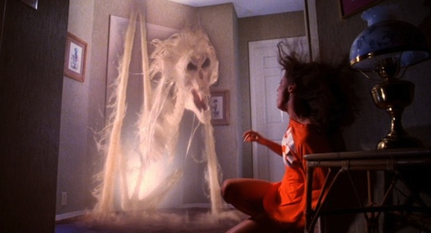 poltergeist-movie-ghost-doorway-tobe-hooper1-e1338401497231-1024x418